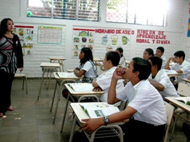 Gobierno aumentará este año sueldo a maestros como estaba programado