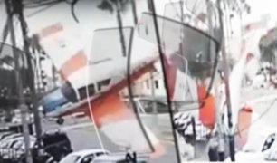 Surco: avioneta cae en avenida y alarma a vecinos