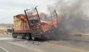 Piura: camión de carga se incendia en la carretera Panamericana Norte
