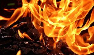 Sujeto discute con su esposa, se rocía gasolina y se prende fuego