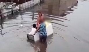 Iquitos: niños usan refrigeradora como canoa ante desborde del río