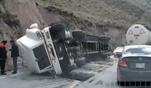 La Oroya: trailer cargado de gaseosas vuelca en la Carretera Central