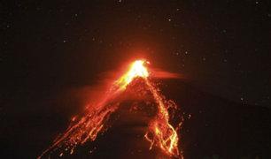 Indonesia: Evacuan a cientos por erupción de volcán Karangetang