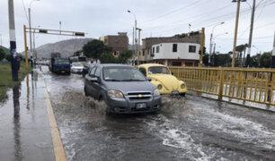 Calles de Barranco y Chorrillos inundadas tras rotura de tubería