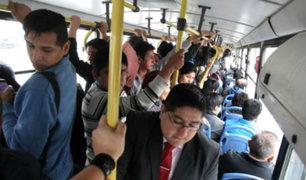Excesivo calor afecta a pasajeros de transporte público