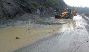 Huarochirí: caída de huaico afectó varias casas y un tramo de la línea férrea