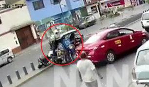 El Agustino: policía se arrojó sobre mototaxi en movimiento para capturar a ladrones