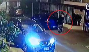 Ladrones asaltan a pareja en la puerta de su vivienda en Ate Vitarte