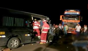 Moquegua: 9 muertos deja choque entre tráiler y minivan en la Panamericana Sur