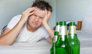 Científicos demuestran que mezcla de tragos genera más resaca