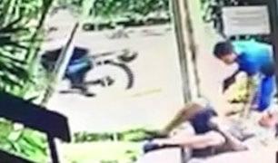 Miraflores: delincuentes armados roban y empujan a un hombre en puerta de edificio