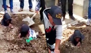 Huancayo: obreros de Construcción Civil se entierran como protesta para exigir sus sueldos