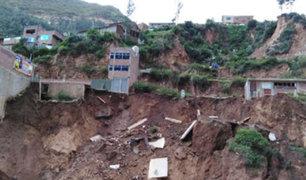 Viviendas se desploman debido a las intensas lluvias en Pasco