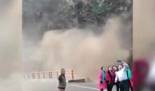 Otuzco: turistas arriesgan sus vidas por tomarse 'selfie' en catarata