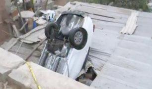 Chosica: mujer despista su vehículo y cae sobre vivienda