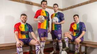 ¡Se visten de arco iris! Futbolistas ingleses lucen uniformes para combatir homofobia