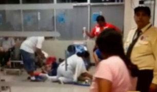 Anciana fue atendida en el piso por falta de camilla en hospital Almenara