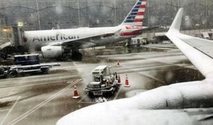 Aerolíneas cancelan vuelos en todo Estados Unidos debido a gran tormenta invernal