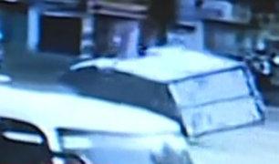SMP: camión invade carril del Metropolitano y ocasiona accidente
