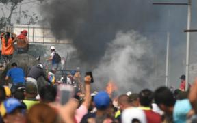 Crisis en Venezuela: queman tres camiones que trasladaban ayuda humanitaria