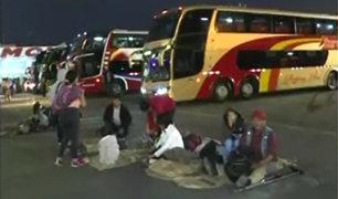 Yerbateros: pasajeros duermen en terminal tras cierre de Carretera Central