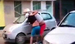 Taxista y pasajero protagonizan pelea por no querer pagar servicio