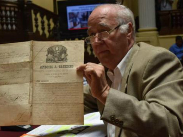 García Belaunde revela venta ilegal de documentos históricos en jirón Amazonas
