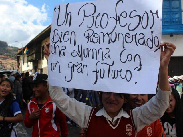 Sueldo de educadores peruanos sigue siendo uno de los más bajos de la región