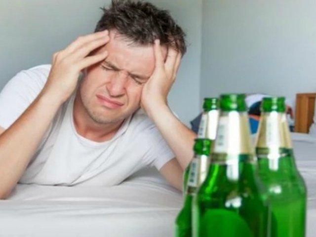 Año Nuevo: ¿Qué alimentos consumir y cuáles no tras ingerir bebidas alcohólicas?