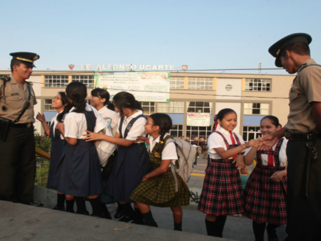 Callao: colegios contarán con un policía para prevenir consumo de drogas