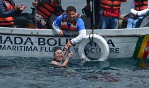 Puno: deportista brasileña cruzó nadando el Titicaca para alertar sobre contaminación
