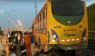 Los Olivos: motociclista muere tras impactar contra bus estacionado