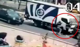 Sujetos armados intentan robar camión repartidor en avenida Universitaria