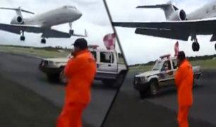 Paraguay: avión pasa a escasos metros de operarios en pista de aterrizaje