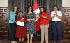 Gobierno reconoce a 10 mujeres emprendedoras por su aporte en el desarrollo e inclusión social