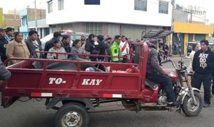Conductor de motocar sin documentos en regla provoca aparatoso accidente en El Agustino