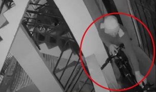 Miraflores: captan a sujeto robando bicicletas en exclusivo condominio