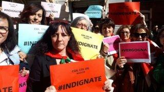 Italia: indignación y protestas contra absolución a violadores de peruana