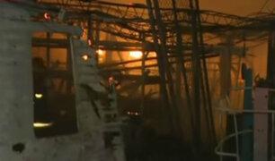 Investigan causas del incendio en almacén del Callao
