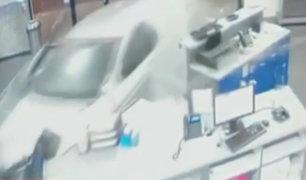 EEUU: trabajador de gimnasio salva de morir tras impacto de auto contra local