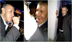 Hombre busca a su hijo en fiesta y termina festejando junto a adolescentes [VIDEO]