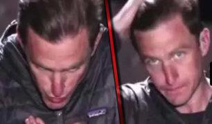 Captan en vivo a reportero en Siria peinándose con su saliva