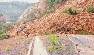 Bolivia: derrumbe en carretera casi mata a pasajeros de bus
