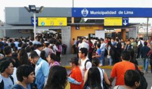 Metropolitano: usuarios fastidiados por eliminación de fila de sentados en estación Naranjal