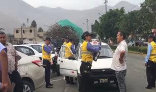 Pasajeros defienden a colectiveros informales en La Molina