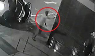 Lince: roban más de 10 mil dólares a extranjeros en puerta de edificio