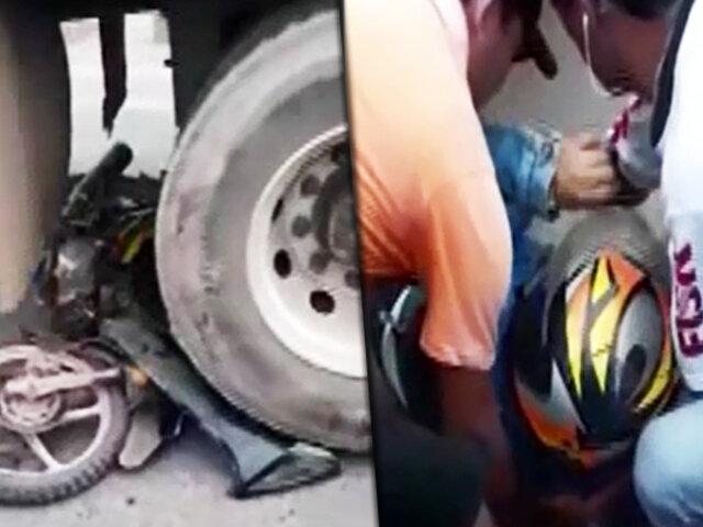 Pucallpa: motociclista salvó de morir luego de quedar atrapada bajó un camión