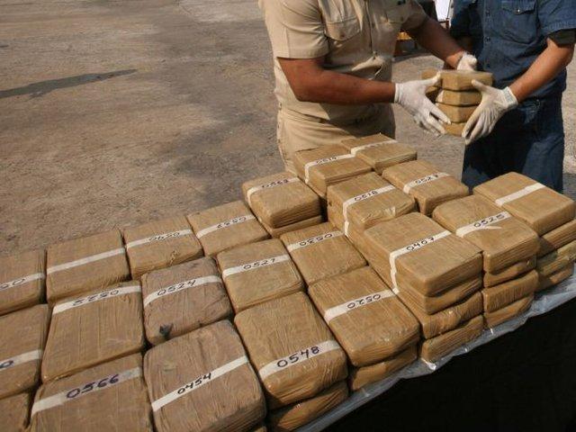 Iquitos: interviene embarcación en el río Napo con más de 300 kilos  de marihuana