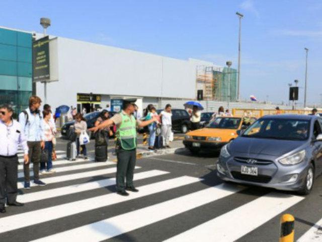 Retiran taxis que ocupaban vía libre del aeropuerto Jorge Chávez