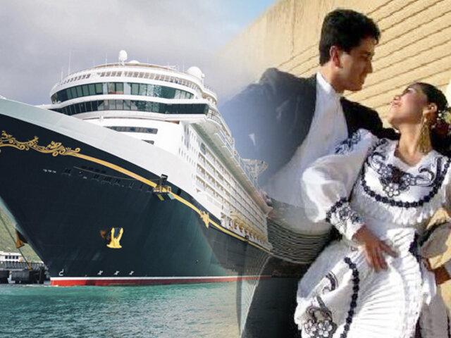 Con marinera reciben a turistas que llegan en cruceros de lujo a Trujillo